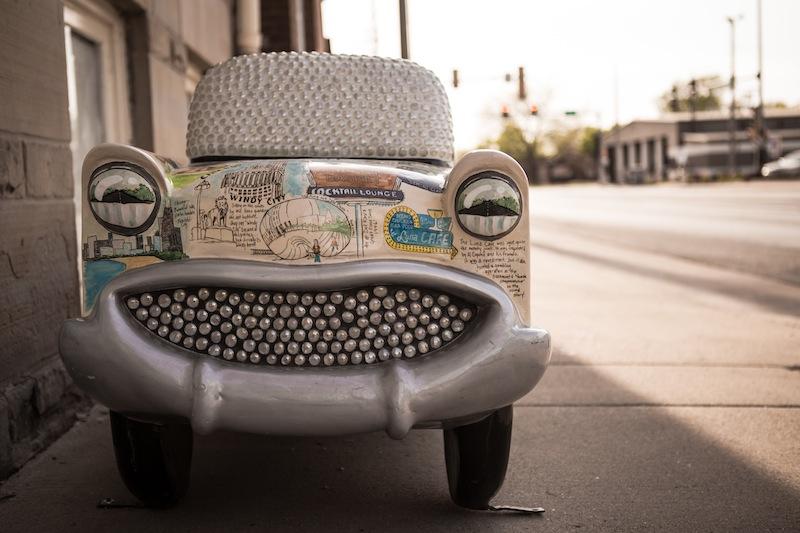 Viele dieser kleinen bemalten Mini-Autos bereichern das Stadtbild Pontiacs.