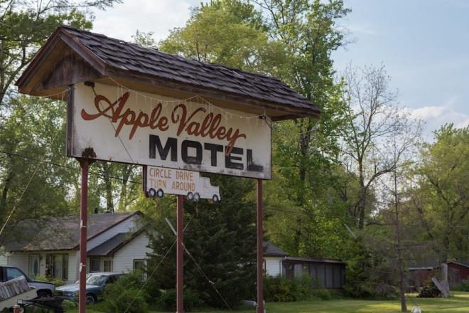 21-motel-sign