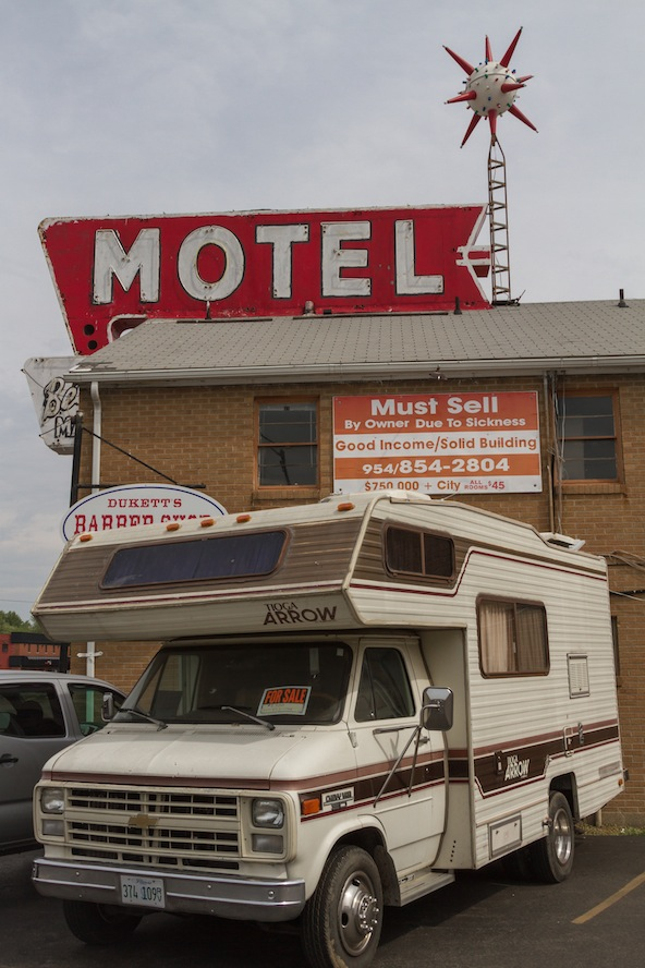 9 bel-aire-motel.jpg
