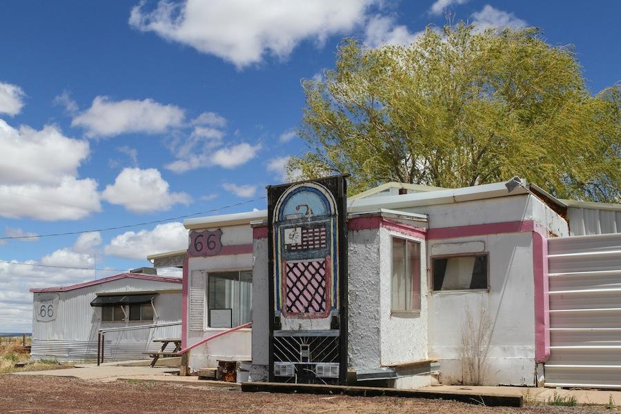 57 pink-diner sanders