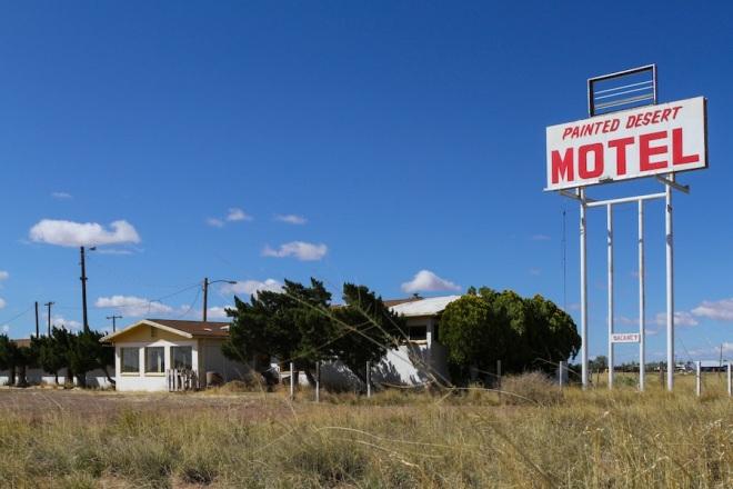 49 painted-des-motel-5
