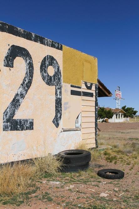 54 painted-des-motel-6