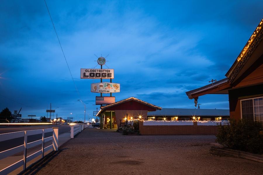 20 globetrotter-lodge-night