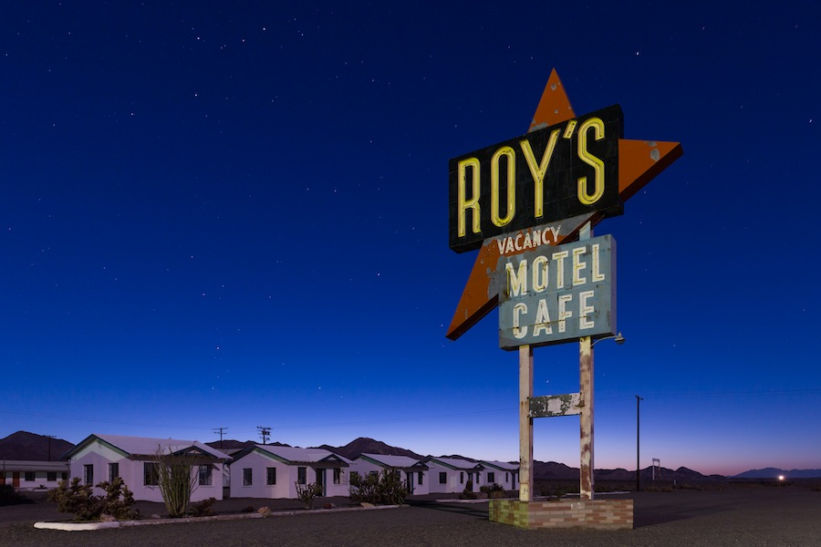 14 roys-amboy-night