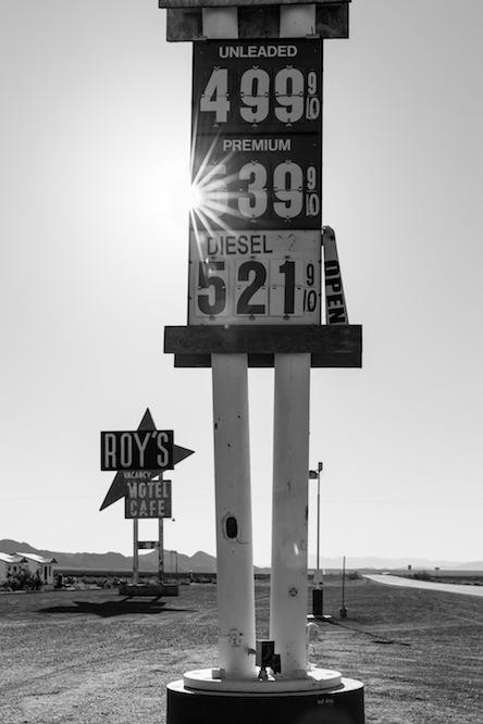 21 roys-gas-bw