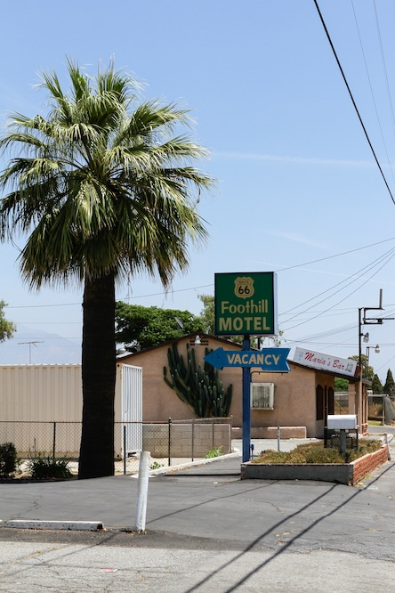 40 foothill-motel